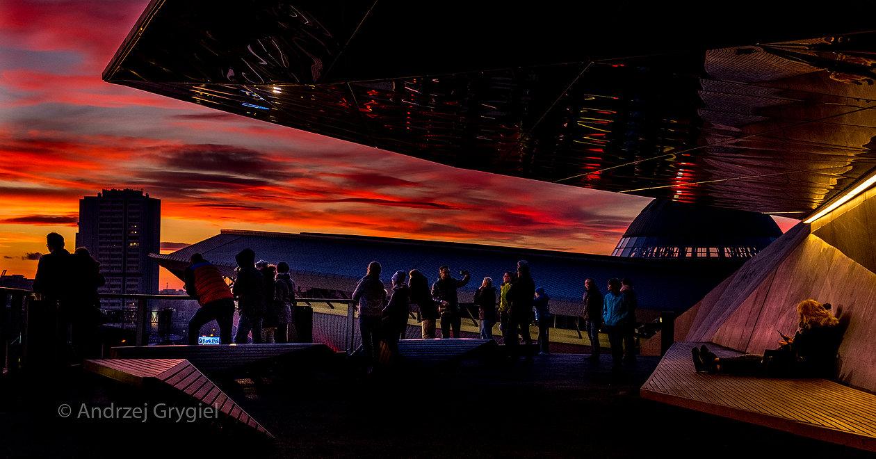 Katowice, 26.12.2015 Zachód słońca nad miastem widziany z tarasu MCK