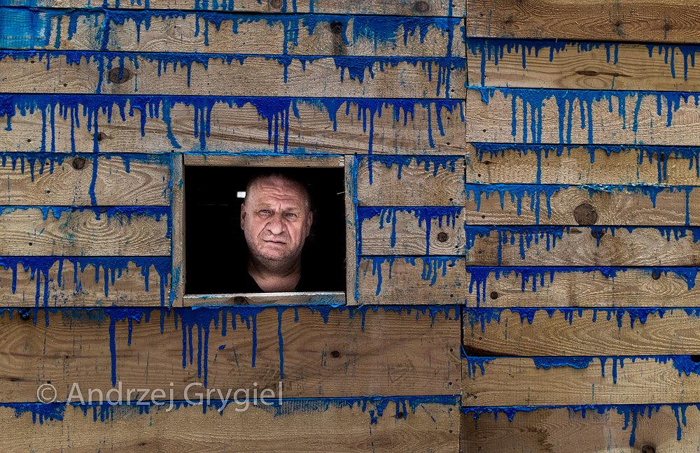 Katowice, 26.06.2015 Leon Tarasewicz wewnątrz swojej instalacji BLUE podczas Festiwalu Otwarcia  nowej siedziby Muzeum Sląskiego w Katowicach