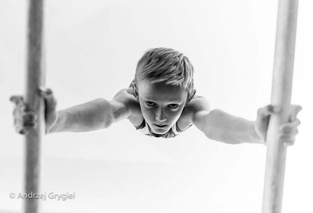 Katowice, 16.11.2015 Kacper Garnczarek z gimnastycznej kadry polskich juniorów - podczas treningu w Katowicach