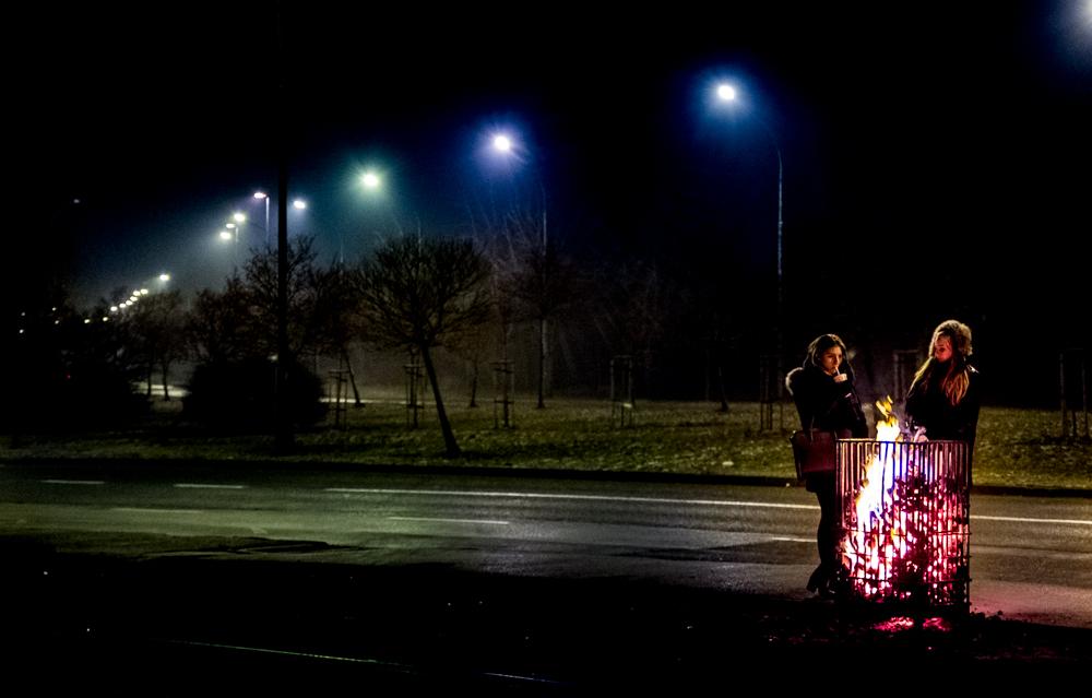 Katowice, 04.01.2016 Z powodu silnych mrozów na kilku katowickich przystankach ustawione zostały koksowniki. Tej zimy - inaczej niż w latach poprzednich - nie ma ich w śródmieściu