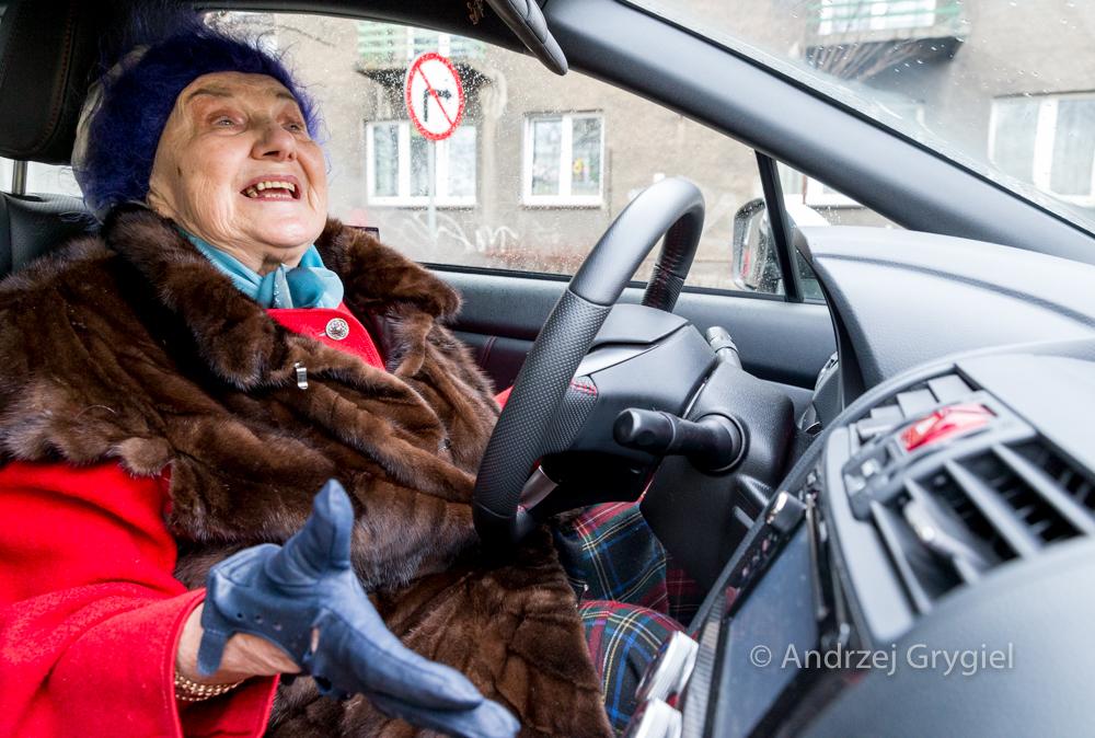 Katowice, 23.02.2016  Pani Michalina ma 81 lat i lubi prowadzić Subaru WRC STi. Samo WRC to juz dużo, STi to jeszcze więcej. To w sumie 300 koni z doładowanego boksera. Pani Michalina lubi docisnąć oparcie fotela w moje plecy. I deskę rozdzielczą do mojego czoła.
