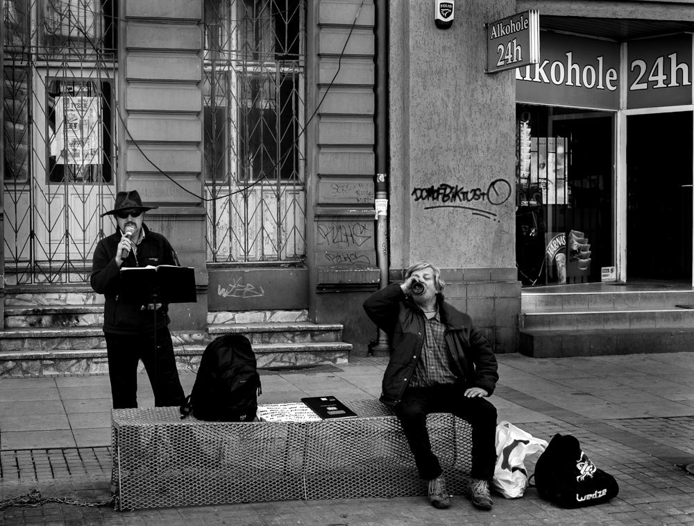 Katowice, 04.04.2016  Miasto potrafi zaskakiwać ale pozytywnie. Bo to ładnie, że jedna ławka potrafi połączyć dwie sztuki.
