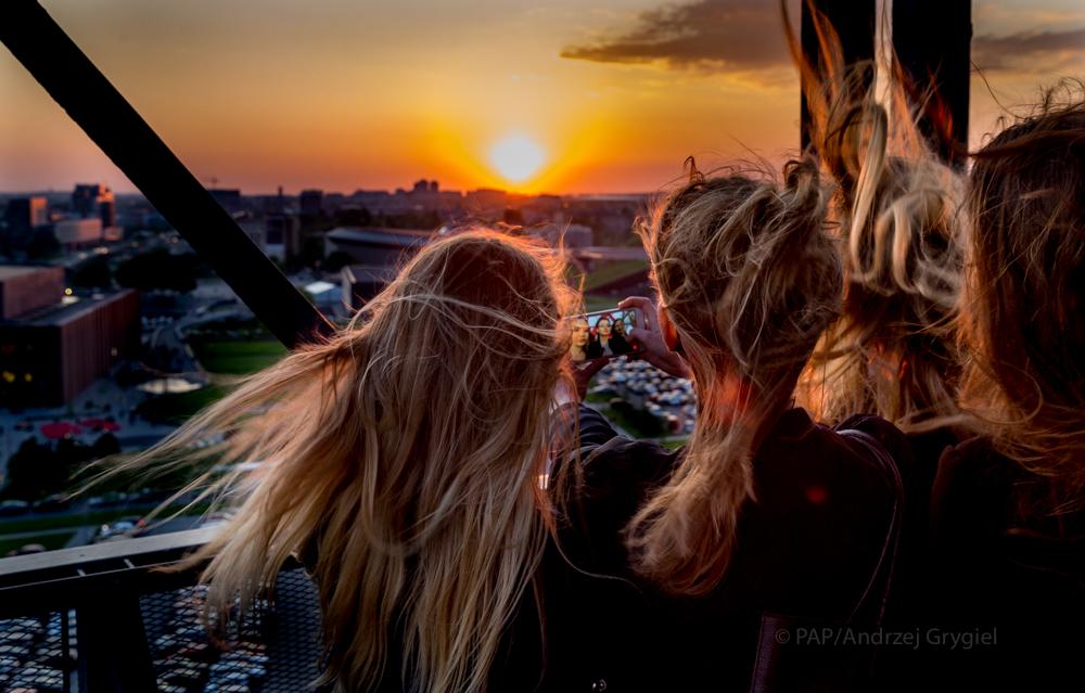 Katowice, 14.05.2016 <br/> Dziś Noc Muzeów,  Muzeum Śląskie udostępniło od wieczora do nocy wieżę szybu Warszawa dla zwiedzających. Skusiłem się, bo muzeum zachęcało, obiecując piękną wieczorną panoramę miasta.