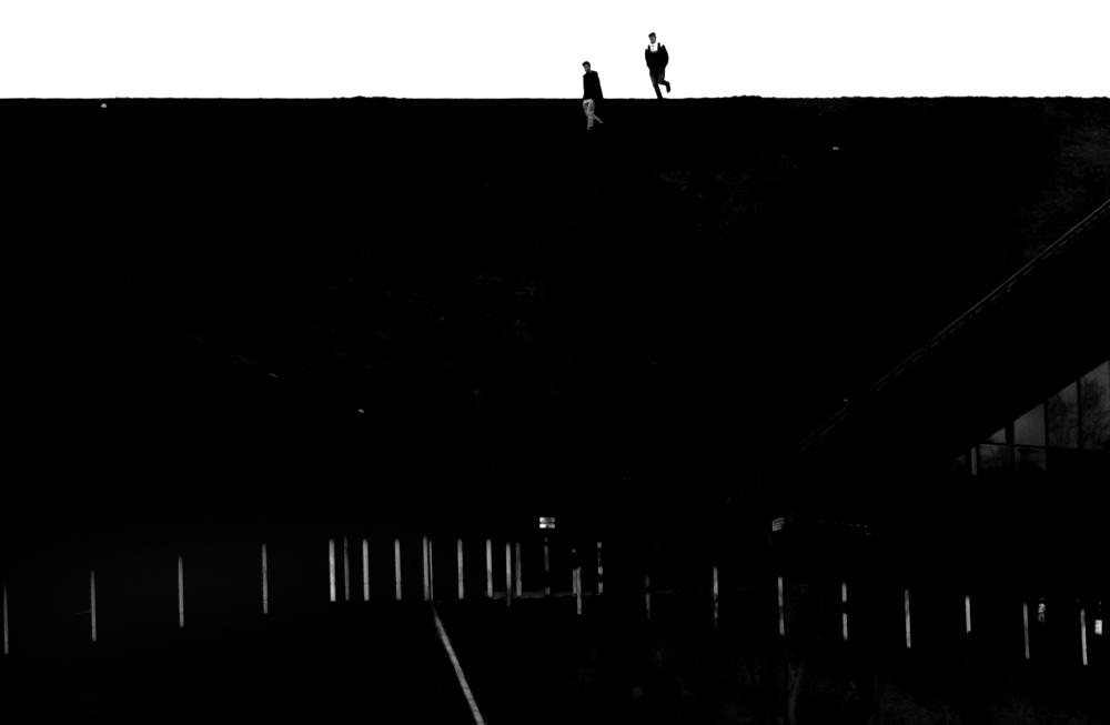 Katowice, 14.11.2016 Nie znam dnia bez cienia i mroku a czasem to one dominują. Zbierają się w gęstość i wypełniają zimny krajobraz.